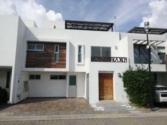 NEX-25747 - Casa en Venta en Angelopolis, CP 72193, Puebla, con 4 recamaras, con 5 baños, con 283 m2 de construcción.