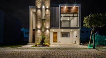 NEX-26797 - Casa en Venta en Lomas de Angelópolis, CP 72830, Puebla, con 5 recamaras, con 6 baños, con 300 m2 de construcción.