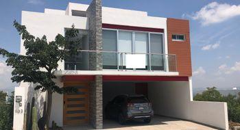 NEX-24721 - Casa en Renta en Zibatá, CP 76269, Querétaro, con 3 recamaras, con 5 baños, con 1 medio baño, con 290 m2 de construcción.