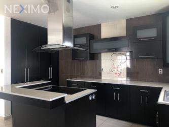 NEX-27096 - Casa en Venta, con 3 recamaras, con 2 baños, con 1 medio baño, con 248 m2 de construcción en Campestre Juriquilla, CP 76226, Querétaro.