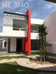 NEX-30325 - Casa en Venta, con 3 recamaras, con 2 baños, con 1 medio baño, con 146 m2 de construcción en Milenio 3a. Sección, CP 76060, Querétaro.