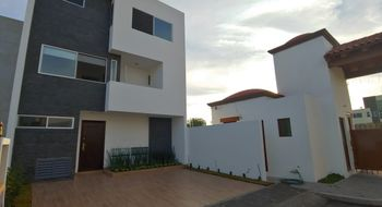 NEX-30364 - Casa en Renta en Valle de Juriquilla, CP 76100, Querétaro, con 3 recamaras, con 3 baños, con 2 medio baños, con 258 m2 de construcción.
