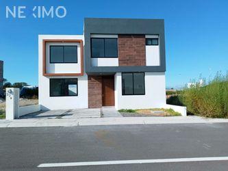 NEX-31339 - Casa en Venta, con 3 recamaras, con 2 baños, con 1 medio baño, con 180 m2 de construcción en El Mirador, CP 76246, Querétaro.