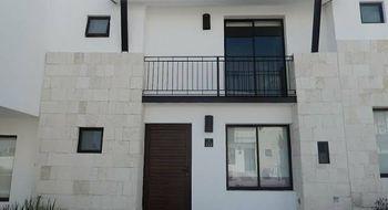 NEX-33530 - Casa en Renta en Residencial el Refugio, CP 76146, Querétaro, con 3 recamaras, con 2 baños, con 1 medio baño, con 128 m2 de construcción.