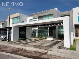 NEX-34263 - Casa en Venta, con 3 recamaras, con 3 baños, con 1 medio baño, con 392 m2 de construcción en Cumbres del Lago, CP 76230, Querétaro.