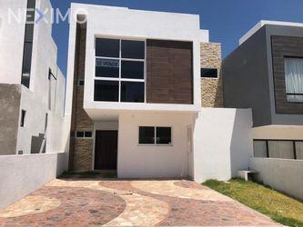 NEX-35570 - Casa en Venta en Juriquilla, CP 76226, Querétaro, con 3 recamaras, con 2 baños, con 2 medio baños, con 171 m2 de construcción.