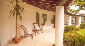 NEX-26743 - Casa en Renta en Jardines de Ahuatepec, CP 62305, Morelos, con 5 recamaras, con 5 baños, con 1 medio baño, con 2200 m2 de construcción.