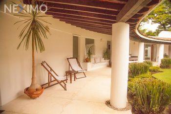 NEX-26743 - Casa en Renta, con 5 recamaras, con 5 baños, con 1 medio baño, con 2200 m2 de construcción en Jardines de Ahuatepec, CP 62305, Morelos.
