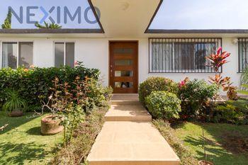 NEX-26821 - Casa en Venta en Rancho Tetela, CP 62160, Morelos, con 6 recamaras, con 4 baños, con 490 m2 de construcción.