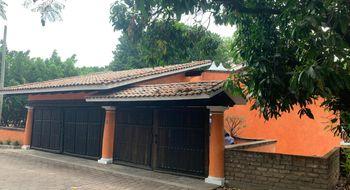NEX-30800 - Casa en Renta en Lomas de Atzingo, CP 62180, Morelos, con 3 recamaras, con 3 baños, con 1 medio baño, con 550 m2 de construcción.