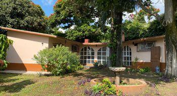 NEX-33609 - Casa en Venta en Lomas de Atzingo, CP 62180, Morelos, con 3 recamaras, con 2 baños, con 1 medio baño, con 217 m2 de construcción.