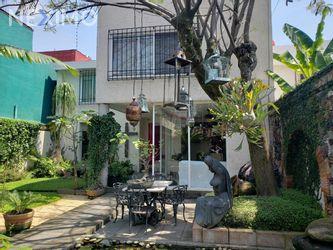 NEX-42049 - Casa en Venta en Vista Hermosa, CP 62290, Morelos, con 4 recamaras, con 3 baños, con 1 medio baño, con 294 m2 de construcción.