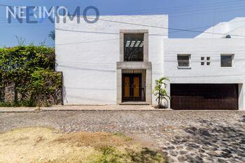 NEX-42056 - Casa en Venta, con 3 recamaras, con 3 baños, con 3 medio baños, con 584 m2 de construcción en Vista Hermosa, CP 62290, Morelos.