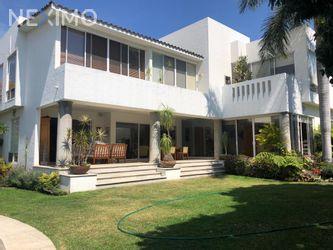 NEX-42056 - Casa en Venta en Vista Hermosa, CP 62290, Morelos, con 3 recamaras, con 3 baños, con 3 medio baños, con 600 m2 de construcción.
