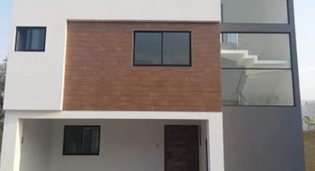 NEX-27972 - Casa en Venta en Puebla, CP 72270, Puebla, con 3 recamaras, con 2 baños, con 1 medio baño, con 165 m2 de construcción.