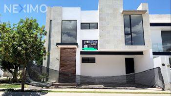 NEX-53808 - Casa en Venta, con 3 recamaras, con 3 baños, con 1 medio baño, con 243 m2 de construcción en Sierra Nogal, CP 37293, Guanajuato.