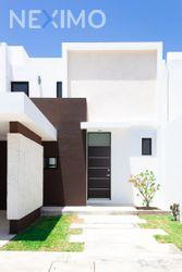 NEX-46114 - Casa en Venta, con 3 recamaras, con 3 baños, con 1 medio baño, con 177 m2 de construcción en Cholul, CP 97305, Yucatán.