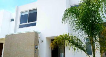 NEX-26763 - Casa en Renta en Lomas de Angelópolis, CP 72830, Puebla, con 3 recamaras, con 2 baños, con 1 medio baño, con 109 m2 de construcción.