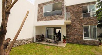 NEX-28109 - Casa en Venta en Centro Jiutepec, CP 62550, Morelos, con 3 recamaras, con 2 baños, con 1 medio baño, con 239 m2 de construcción.