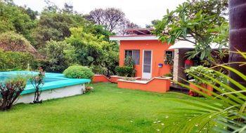 NEX-28172 - Casa en Venta en Lomas de Cuernavaca, CP 62584, Morelos, con 4 recamaras, con 4 baños, con 1 medio baño, con 350 m2 de construcción.