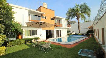 NEX-28329 - Casa en Venta en Atlacomulco, CP 62560, Morelos, con 6 recamaras, con 4 baños, con 2 medio baños, con 259 m2 de construcción.