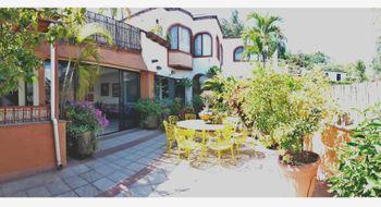 NEX-28375 - Casa en Venta en Cuernavaca Centro, CP 62000, Morelos, con 5 recamaras, con 5 baños, con 2 medio baños, con 500 m2 de construcción.