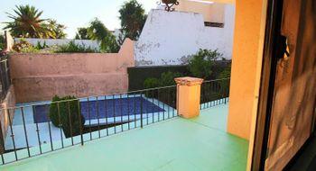 NEX-29771 - Casa en Venta en Lomas de Atzingo, CP 62180, Morelos, con 4 recamaras, con 2 baños, con 1 medio baño, con 305 m2 de construcción.