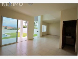 NEX-38942 - Casa en Venta, con 3 recamaras, con 2 baños, con 1 medio baño, con 175 m2 de construcción en Lomas de Trujillo, CP 62763, Morelos.