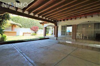 NEX-45512 - Casa en Venta, con 3 recamaras, con 2 baños, con 1 medio baño, con 337 m2 de construcción en Insurgentes, CP 62200, Morelos.