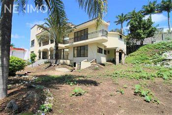 NEX-54274 - Casa en Venta, con 9 recamaras, con 9 baños, con 1 medio baño, con 1174 m2 de construcción en Club de Golf Santa Fe, CP 62790, Morelos.