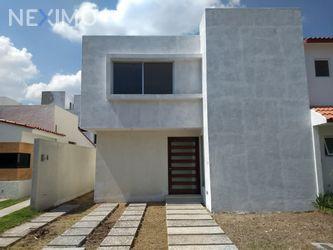 NEX-29168 - Casa en Venta, con 3 recamaras, con 3 baños, con 1 medio baño, con 177 m2 de construcción en Real del Bosque, CP 76922, Querétaro.