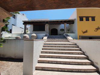 NEX-29425 - Casa en Venta en Villas del Mesón, CP 76226, Querétaro, con 3 recamaras, con 4 baños, con 1 medio baño, con 536 m2 de construcción.