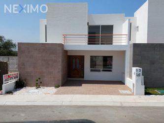 NEX-29919 - Casa en Venta, con 3 recamaras, con 2 baños, con 1 medio baño, con 164 m2 de construcción en Zen House II, CP 76246, Querétaro.