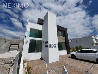 NEX-36782 - Casa en Venta, con 4 recamaras, con 4 baños, con 2 medio baños, con 307 m2 de construcción en Residencial el Refugio, CP 76146, Querétaro.