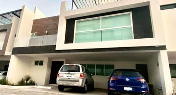 NEX-29054 - Casa en Renta en Lomas de Angelópolis II, CP 72830, Puebla, con 4 recamaras, con 6 baños, con 2 medio baños, con 389 m2 de construcción.