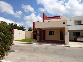 NEX-29284 - Casa en Renta en Altabrisa, CP 97130, Yucatán, con 4 recamaras, con 4 baños, con 1 medio baño, con 276 m2 de construcción.