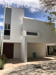 NEX-30227 - Casa en Venta, con 4 recamaras, con 4 baños, con 1 medio baño, con 324 m2 de construcción en San Ramon Norte, CP 97117, Yucatán.