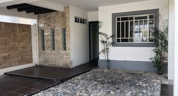 NEX-32602 - Casa en Renta en Jardines de Banampak, CP 77528, Quintana Roo, con 3 recamaras, con 2 baños, con 1 medio baño, con 114 m2 de construcción.