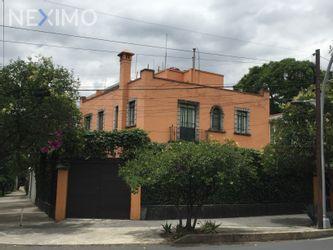 NEX-35375 - Casa en Venta, con 4 recamaras, con 3 baños, con 1 medio baño, con 354 m2 de construcción en Lomas de Chapultepec IV Sección, CP 11000, Ciudad de México.