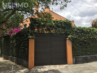 NEX-35695 - Casa en Renta, con 4 recamaras, con 3 baños, con 1 medio baño, con 350 m2 de construcción en Lomas de Chapultepec IV Sección, CP 11000, Ciudad de México.