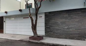 NEX-19208 - Casa en Venta en Jardines de Apizaco, CP 90380, Tlaxcala, con 5 recamaras, con 3 baños, con 1 medio baño, con 320 m2 de construcción.