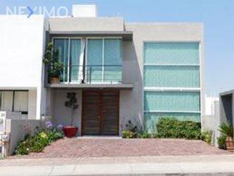 NEX-32798 - Casa en Venta, con 3 recamaras, con 2 baños, con 1 medio baño, con 190 m2 de construcción en Residencial el Refugio, CP 76146, Querétaro.