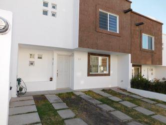NEX-38256 - Casa en Renta en Claustros del Campestre, CP 76903, Querétaro, con 3 recamaras, con 2 baños, con 1 medio baño, con 120 m2 de construcción.