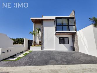 NEX-40344 - Casa en Venta, con 4 recamaras, con 3 baños, con 205 m2 de construcción en Bucerías Centro, CP 63732, Nayarit.