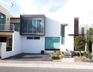 NEX-27909 - Casa en Venta, con 3 recamaras, con 3 baños, con 1 medio baño, con 250 m2 de construcción en Residencial el Refugio, CP 76146, Querétaro.