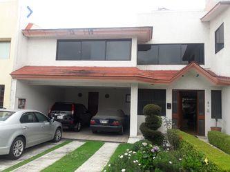 NEX-33582 - Casa en Venta, con 3 recamaras, con 4 baños, con 1 medio baño, con 325 m2 de construcción en Toluca, CP 50071, México.