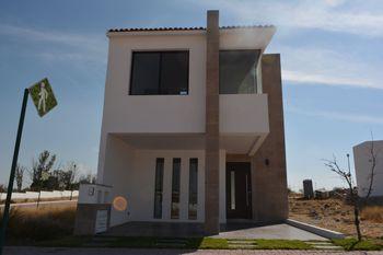 NEX-37305 - Casa en Venta en El Marqués, CP 76047, Querétaro, con 3 recamaras, con 2 baños, con 1 medio baño, con 162 m2 de construcción.