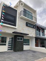 NEX-33533 - Casa en Venta, con 3 recamaras, con 3 baños, con 1 medio baño, con 215 m2 de construcción en Residencial el Refugio, CP 76146, Querétaro.