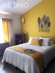 NEX-34284 - Casa en Renta, con 3 recamaras, con 2 baños, con 1 medio baño, con 281 m2 de construcción en Villas del Mesón, CP 76226, Querétaro.