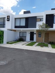 NEX-39513 - Casa en Venta en Zákia, CP 76269, Querétaro, con 3 recamaras, con 3 baños, con 1 medio baño, con 150 m2 de construcción.